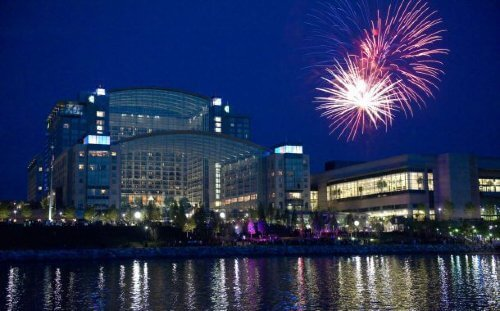 LaMere Family Travel Coralville Iowa City New Years Eve Gala 2022 Fireworks over Gaylord National